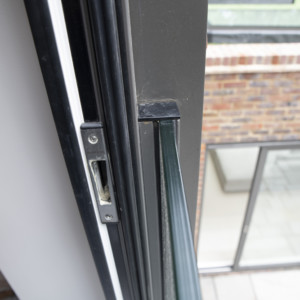Burks-Drive-Beaconsfield - Case Study Schuco - Door Glass